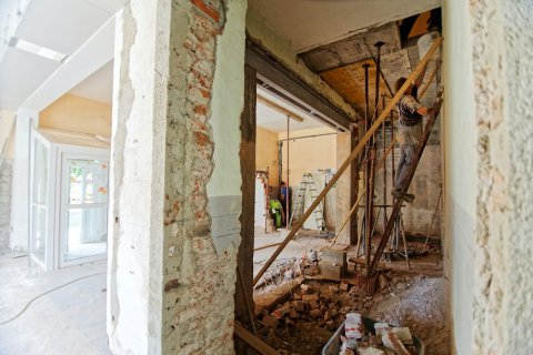 home renovation mistakes blog photo showing a building under construction
